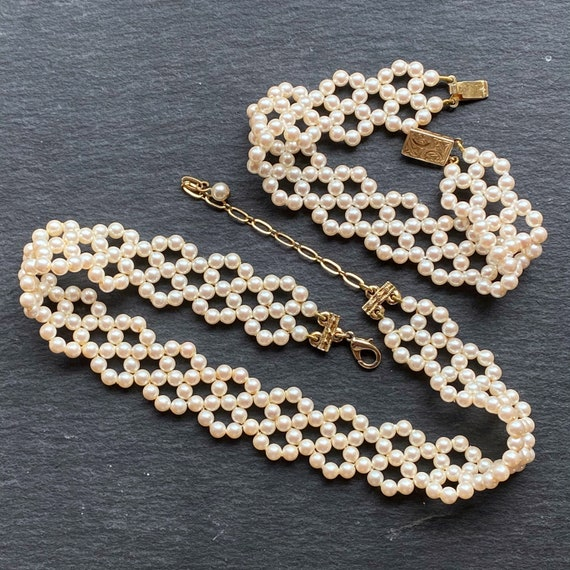 vintage resinous pearl necklace