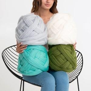 Bulky Merino Wool Roving Hypoallergenic Chunky Crochet 100/% organic wool Chunky yarn Great for chunky knits Arm Knitting Weaving.