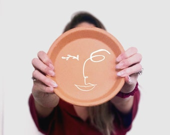 Face Line Drawing on Terracotta Plate, Continuous Line Drawing, Face Illustration, Abstract Face Art