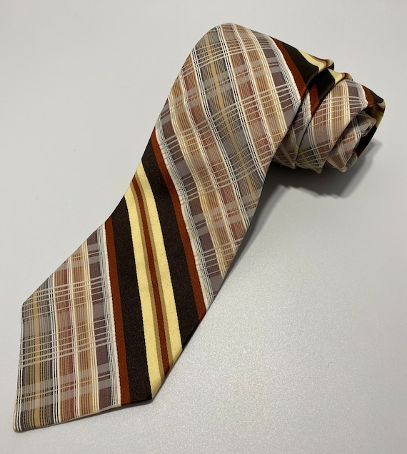 Golden Clasp Red Green Yellow Tan Vintage Plaid Tie Prince Consort Red Plaid Tartan Plaid 1960s Vintage Tie Wool