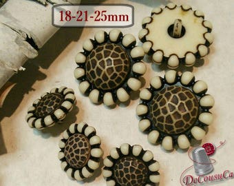3 buttons,  Aspect, Flowers, Turtle, 18mm or 21mm or 25mm, Aspect, Flowers, Turtle, BF40, (Reg 4.80)