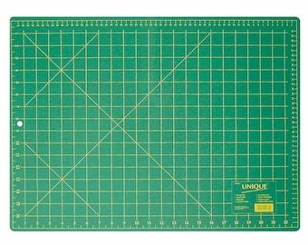 "Unique Cutting Mat - 17 ""x 23"" (43 x 58cm) or UNIQUE Cutting Mat - 23 ""x 35"" (58 x 89cm)"