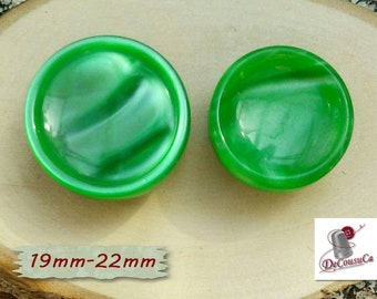2 Buttons, Green, 19mm, 22mm, lucite, celluloid, vintage, GR10