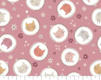 Fabric Embroidery Hoop Toss, 100% coton, #66200504, LILAC - Smitten Kitten de Camelot Fabrics