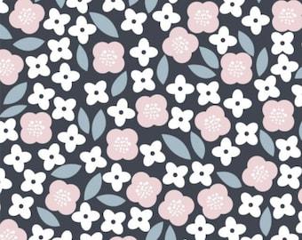 Flowers, black, Floral Menagerie, 21192304, col 02, Camelot Fabrics, 100% Cotton