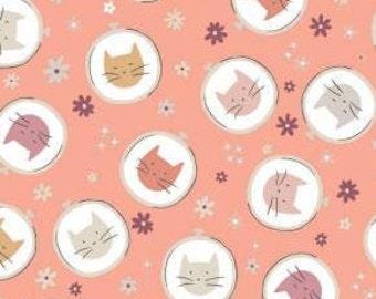 Fabric Embroidery Hoop Toss, 100% coton, #66200504, PINK - Smitten Kitten de Camelot Fabrics