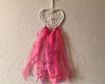 Pink and white spiral heart dreamcatcher, romantic dreamcatcher, heart home decor, love home decor, modern dreamcatcher