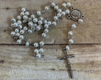 White glass faux pearl rosary, baptism gift, forst communion gift, confirmation gift, glass rosary, pearl rosary, classic rosary