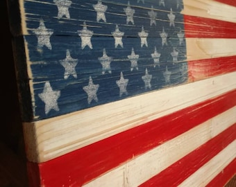 American flag distressed pallet art.