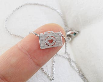Dainty Necklace, Tiny Silver Camera Charm Necklace, Bridesmaid Gift,Birthday Gift, Camera Necklace, Photographer Necklace,7005