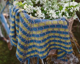 Antracita Shawl ~ PRINT COPY ~ Simple Crochet Shawl Pattern