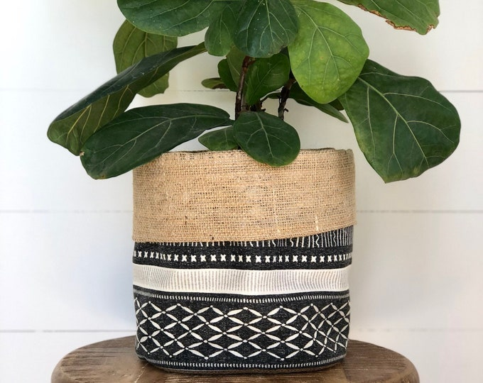 Black and Beige Long Weekend Tribal Hessian Planter Bag