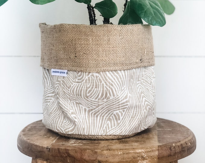 Pot Plant Cover - Bark Print Reversible