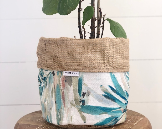 Heavenly Palm Hessian Reversible Pot Plant Cover