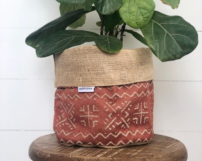 CLEARANCE** Mazinda Jacquard Terracotta Spice Reversible Hessian Planter Bag