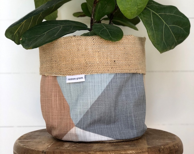 Pot Plant Cover - Sandstone Prism and Hessian Reversible