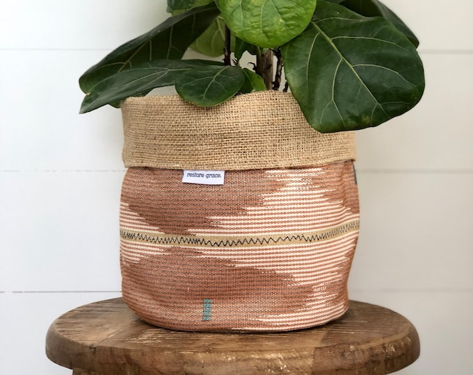 Rosewood Reversible Hessian Pot Plant Bag