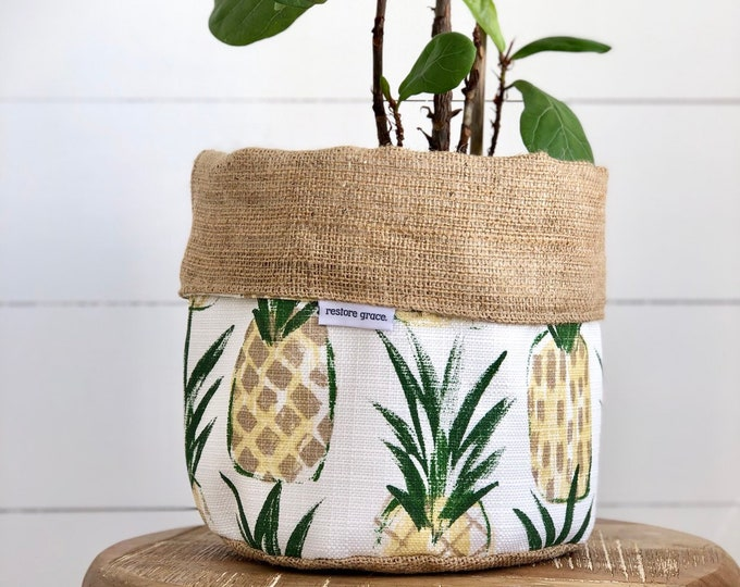 SECONDS - Pineapples Reversible Hessian Pot Plant Cover 180mm Planter Pot