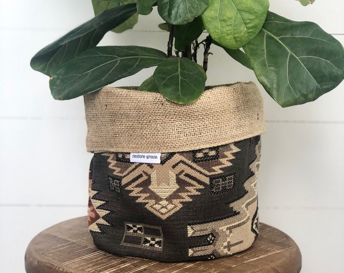 Tundra Southwest Woven Reversible Hessian Planter Pot Bag