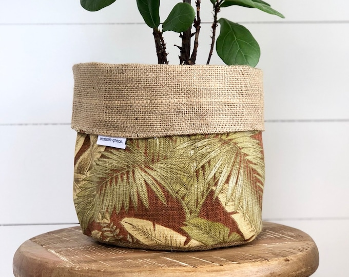 Pot Plant Cover - Cinnamon Breeze and Hessian Reversible