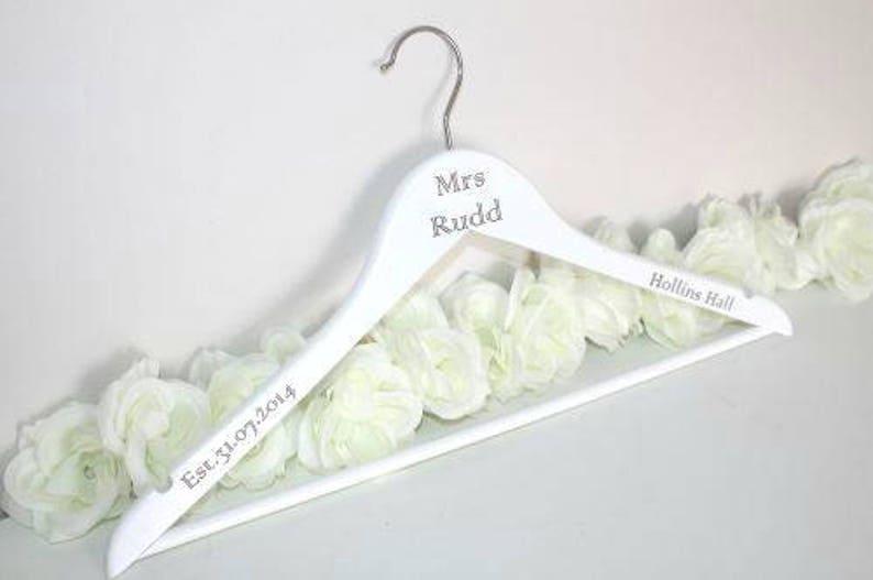 4fda50d5c1059 Cintre de mariage personnalisé gravé au Laser cintre de robe | Etsy