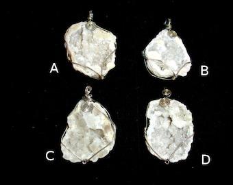 1 pc Druzy Geode Pendant, White Geode Pendant, Quartz Pendant wrapped with wire ( PNDT2)