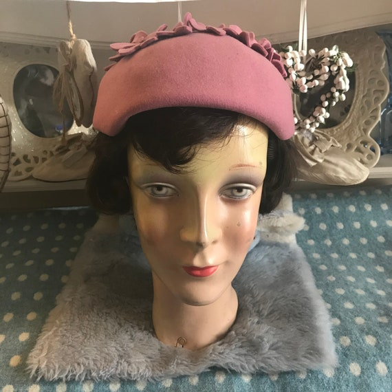 1940s pink wool felt hat with appliqué flowers. V… - image 2