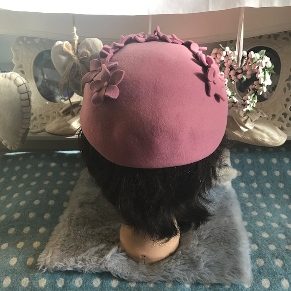 1940s pink wool felt hat with appliqué flowers. V… - image 5