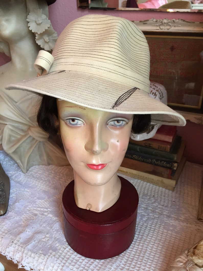 8f0740629 1930s deco wool felt fedora trilby hat. Cream/ivory with bow