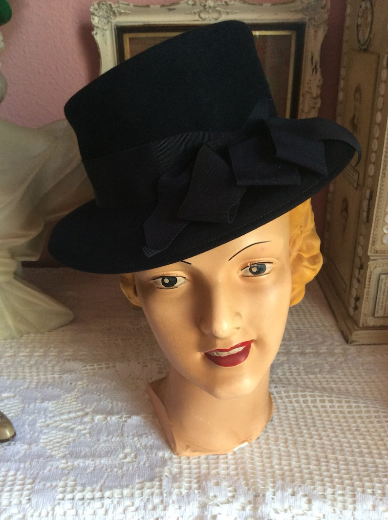 4ea057e02 1940s navy blue fedora trilby wool hat. Bows