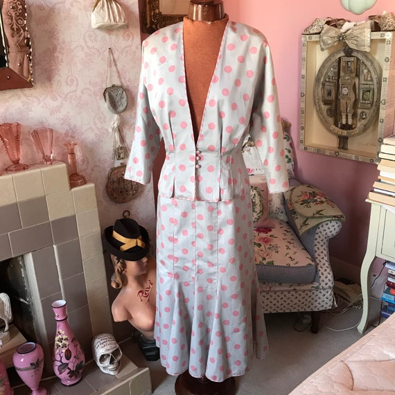 Rare 1980s AnnaBelinda grey and pink spotted suit.