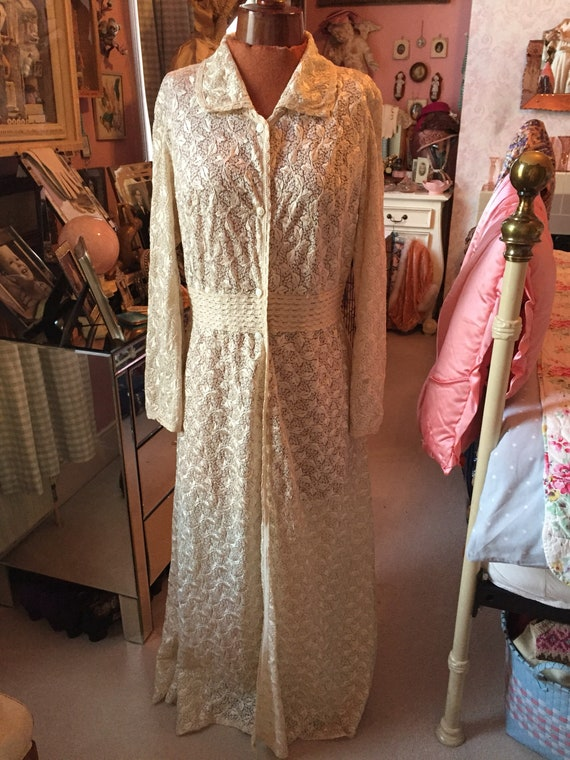 1930s heavy lace deco house coat dressing gown. Si