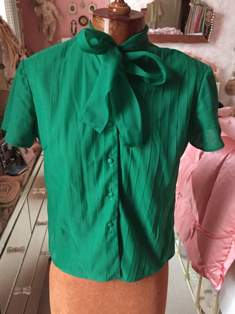 59d28926476245 1950s french emerald green blouse with pleats and pussy bow. M