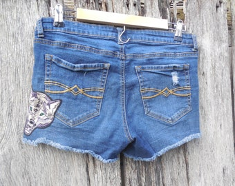 Sz 11 Howl at the moon wolf totem rose patches cut off destructed Denim short shorts with holes frayed hem embellished destroyed aesthetic