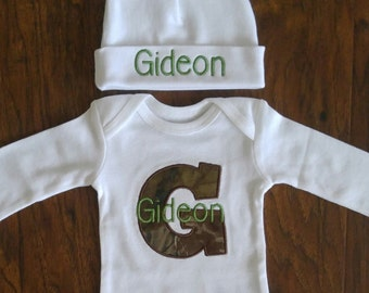 Embroidered onesie and hat set with camo for baby-Newborn camo outfit-Personalized baby hat-Personalized baby onesie-Baby shower gift-Camo