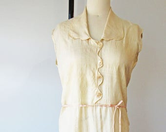 Vintage 1920s Ladies' Cream Silk Dress with Ribbon Belt and Scallop Edging
