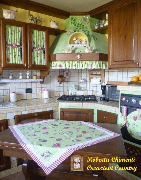 Articoli simili a Coordinato cucina country, centrotavola, tendine ...