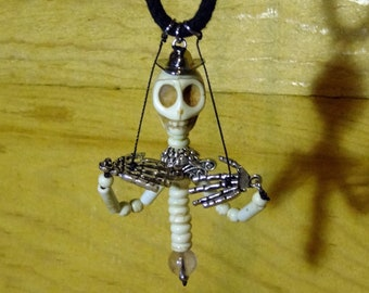 Skelamity Jane the Skeleton Puppet Necklace Animated Jewelry Howlite Skull Arms Body Interactive Halloween Calamity Accessories Marionette