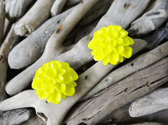 Yellow UV Neon Fluoro Dahlia Studs Stud Earring Earrings Flower Fluro Fluorescent Fluoroscent Ultraviolet Flatback Cabochon