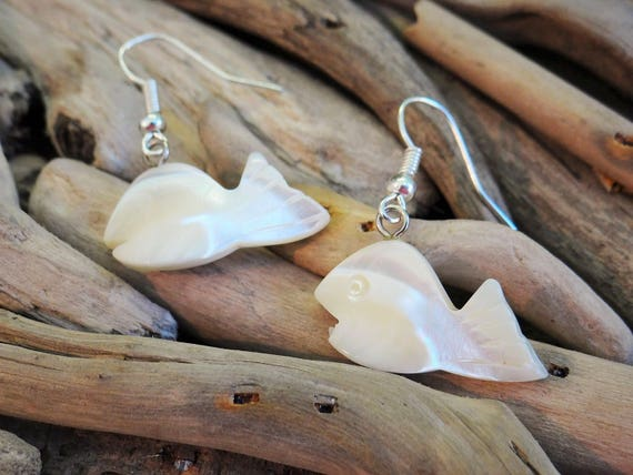 White Natural Mother Of Pearl MOP Hand Carved Shell Seashell Fish Earrings Ear Rings Dangle Drop Hooks Mermaid