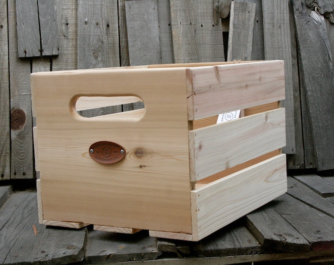 Sanctus Sound Vinyl Record Crate for LPs, Cedar