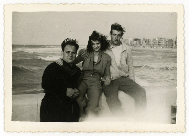 vernacular snapshot handsome men woman Vintage photo /'Stormy Portrait/' group picture friends family sea