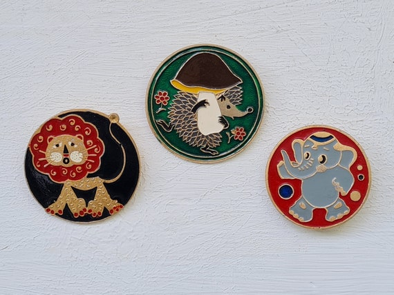 Animal Vintage collectible badge Cartoon characters Set of 8 1970s. Children/'s badges Fly Hedgehog Dog