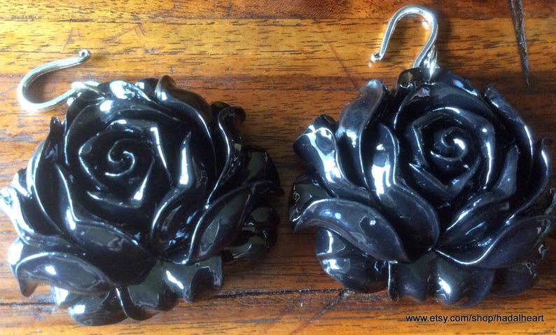 Dyed Black Carved Giant Clam Shell Rose Ear Weights