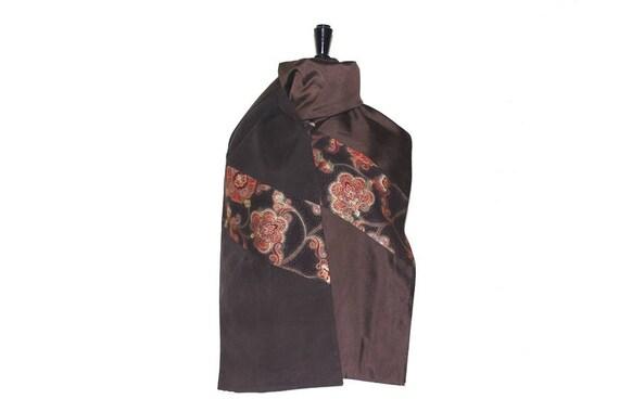 Etole en soie et velours marron foncé, et coton marron foncé à motifs  rouges et dorés 9deb91971ca
