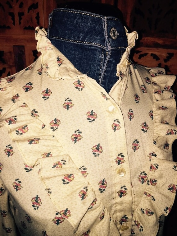 1980s Vintage Floral Print Blouse w/ Pearlized Buttons