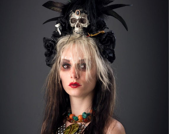 Voodoo Preistess Gypsy Cannibal Crown Swamp Skull Rose Hoodoo Dead Fascinator Aztec Headdress Peacock Rooster Feathers Halloween Costume