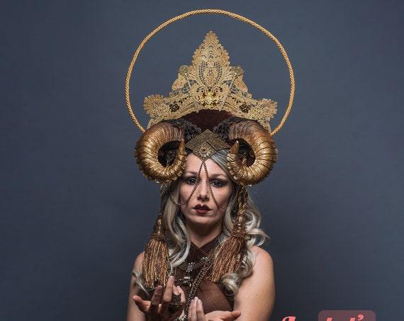 Golden Horns Succubus WGT Crown Headdress Demoness Halo Chain Witch Halloween Monster Costume Headpiece Evil Gothic Drag Queen Carnevale