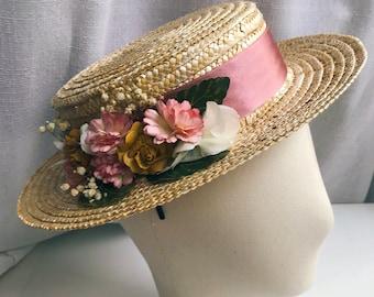 0b5276a1 Canotier Penélope. Invitada boda. Flores pintadas. Copa baja. Sombrero paja.