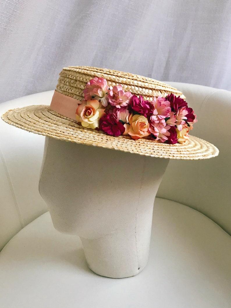 378607b4 Canotier Lolita. Invitada boda. Flores rosa salmon y image 0 ...